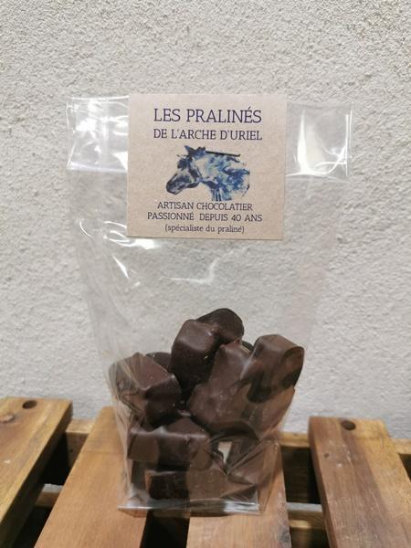 Pralinés enrobés de chocolat noir